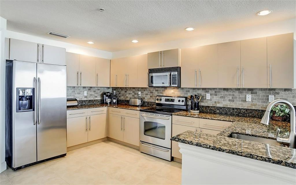 Kitchen offers a lot of counter space - Condo for sale at 1771 Ringling Blvd #1110, Sarasota, FL 34236 - MLS Number is A4474683