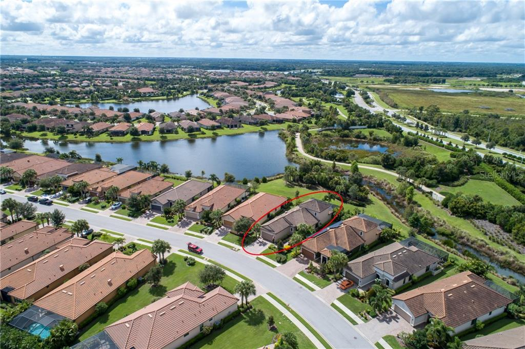 Single Family Home for sale at 12724 Fontana Loop, Lakewood Ranch, FL 34211 - MLS Number is A4477920