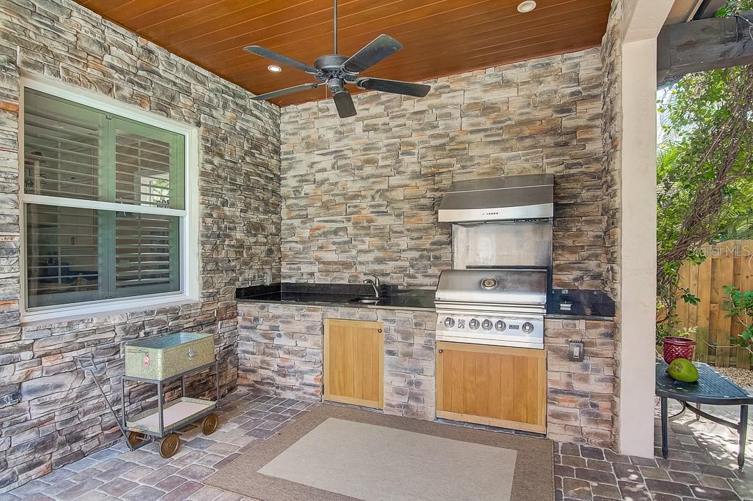 Outdoor kitchen and grill - Single Family Home for sale at 1839 Buccaneer Ct, Sarasota, FL 34231 - MLS Number is A4479580
