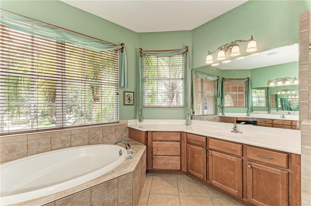 Large vanity and plenty of cabinet space - Single Family Home for sale at 7118 68th Dr E, Bradenton, FL 34203 - MLS Number is A4480398