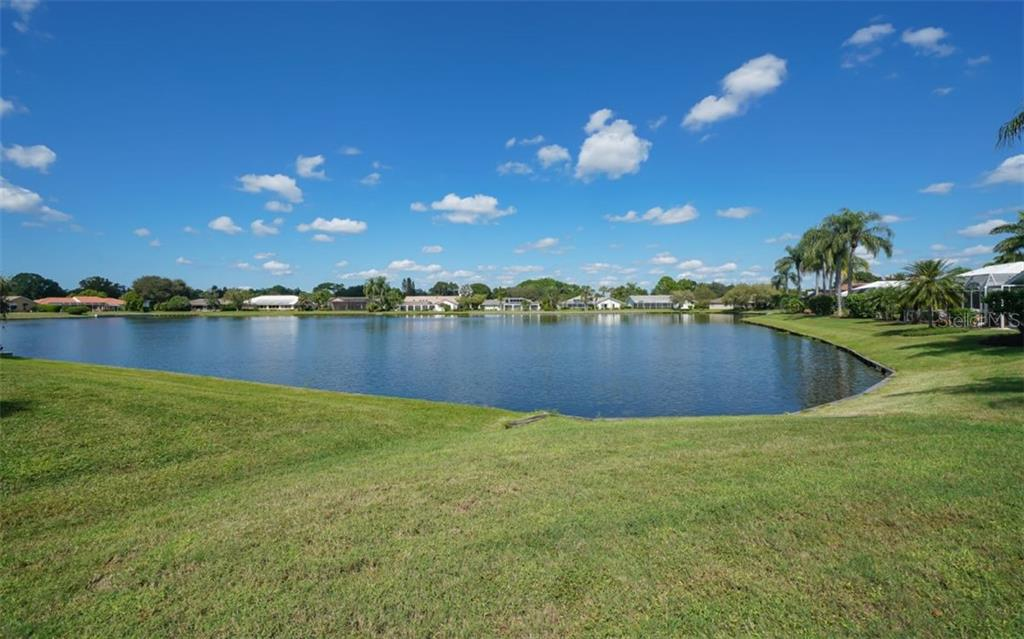 Single Family Home for sale at 6829 Country Lakes Cir, Sarasota, FL 34243 - MLS Number is A4480816