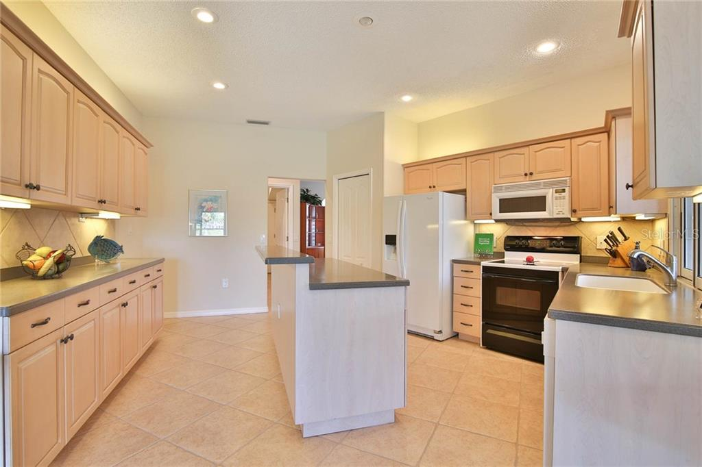 Single Family Home for sale at 8920 Grey Oaks Ave, Sarasota, FL 34238 - MLS Number is A4481739