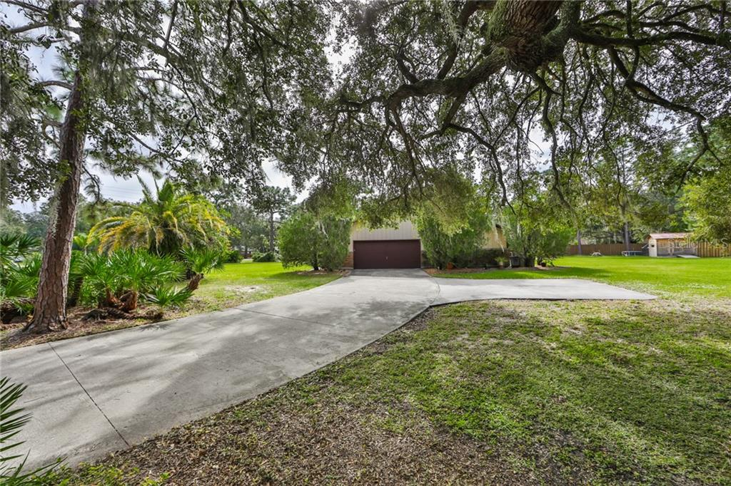 Side OVERSIZED Garage w/Additional Parking Space - Single Family Home for sale at 6215 Braden Run, Bradenton, FL 34202 - MLS Number is A4484627