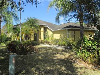 6638 Cheswick St, Sarasota, FL 34243