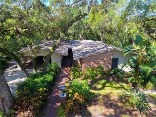 3250 Old Oak Dr, Sarasota, FL 34239