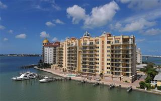 464 Golden Gate Pt #302, Sarasota, FL 34236