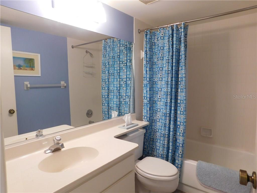 Bathroom - Condo for sale at 435 Cerromar Ln #428, Venice, FL 34293 - MLS Number is N5911454