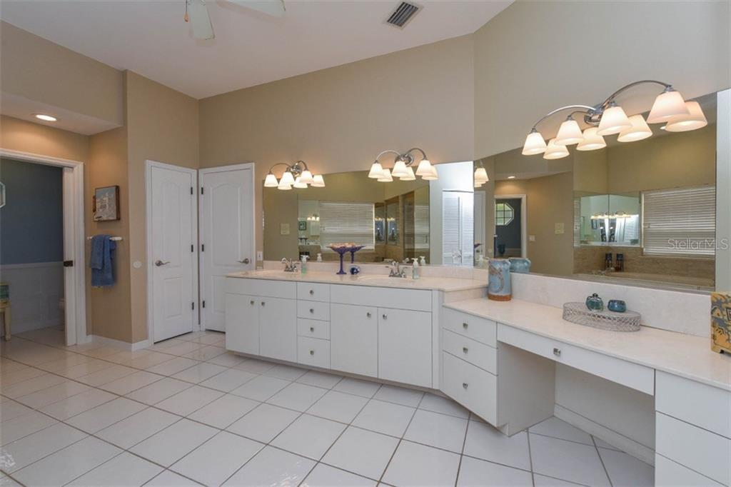 Master bath - Single Family Home for sale at 725 El Dorado Dr, Venice, FL 34285 - MLS Number is N5911780