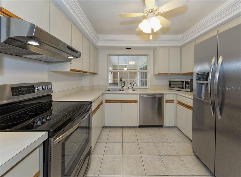 Kitchen - Single Family Home for sale at 3160 Willow Springs Cir, Venice, FL 34293 - MLS Number is N5912811