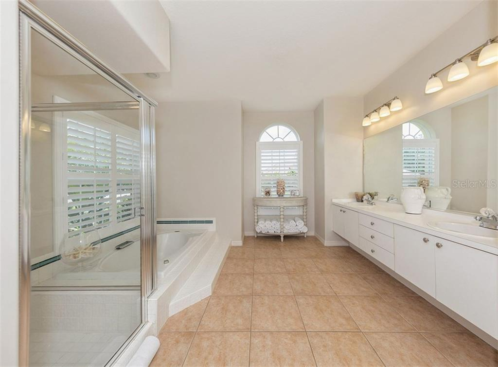 Master Bath - Single Family Home for sale at 279 Royal Oak Way, Venice, FL 34292 - MLS Number is N5912986
