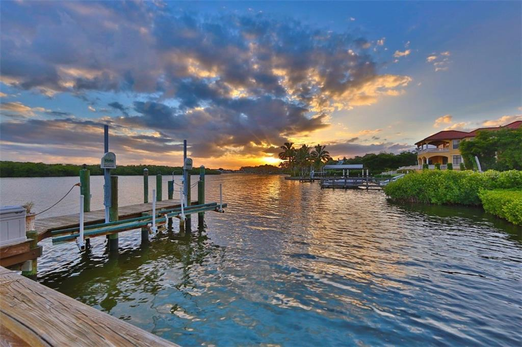 Sunset from Deck - Single Family Home for sale at 419 Bayview Pkwy, Nokomis, FL 34275 - MLS Number is N5913189