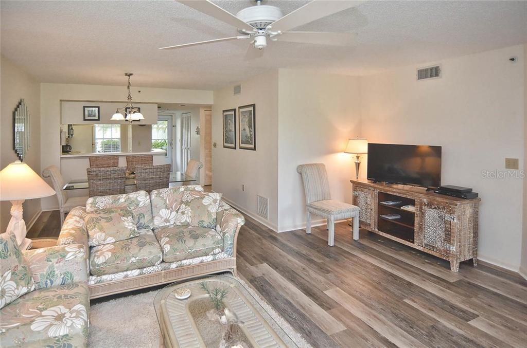 Living room - Condo for sale at 811 Wexford Blvd #811, Venice, FL 34293 - MLS Number is N5914092