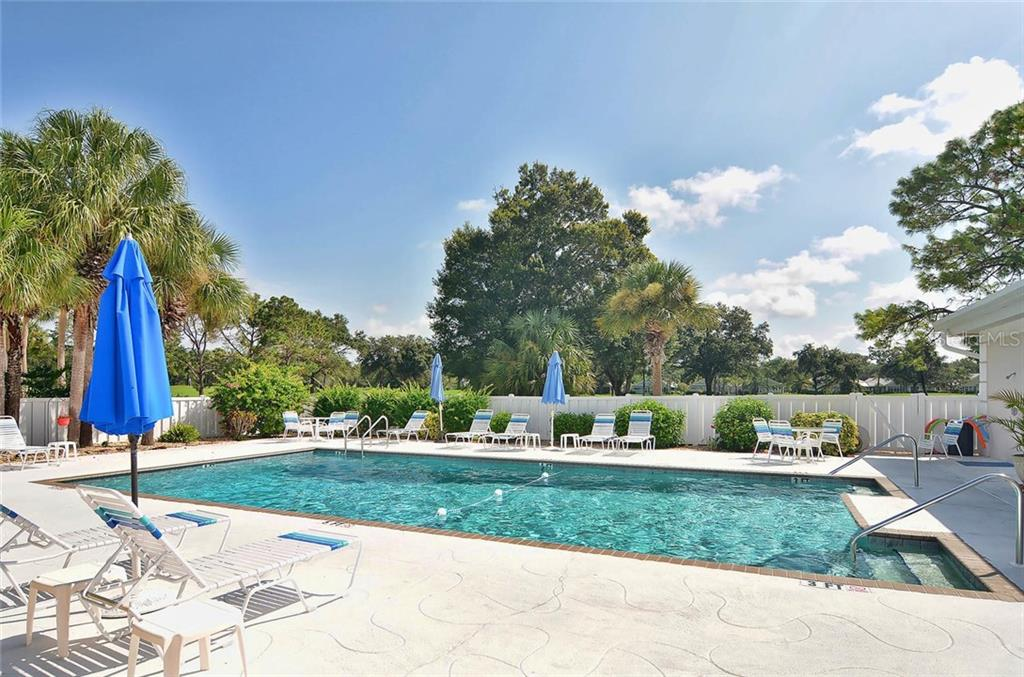 Community pool - Condo for sale at 811 Wexford Blvd #811, Venice, FL 34293 - MLS Number is N5914092
