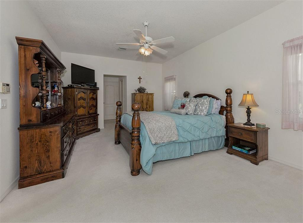 Master bedroom - Single Family Home for sale at 577 Park Estates Sq, Venice, FL 34293 - MLS Number is N5914129