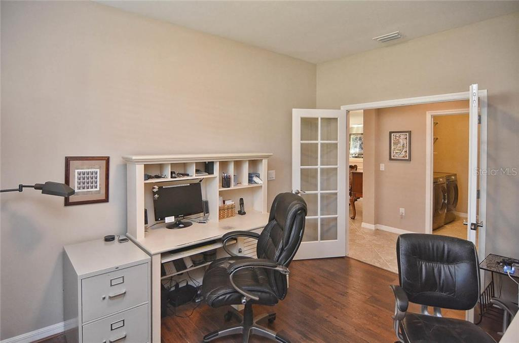Office - Single Family Home for sale at 9124 Coachman Dr, Venice, FL 34293 - MLS Number is N5914408