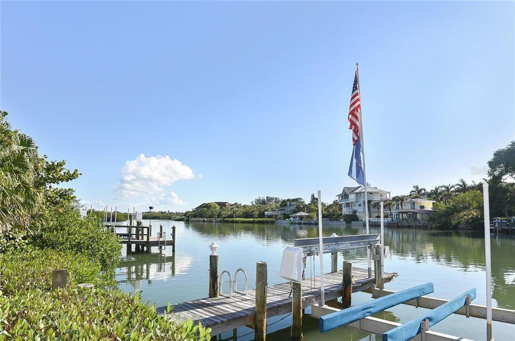 Dock - Single Family Home for sale at 910 Casey Cove Dr, Nokomis, FL 34275 - MLS Number is N5915385