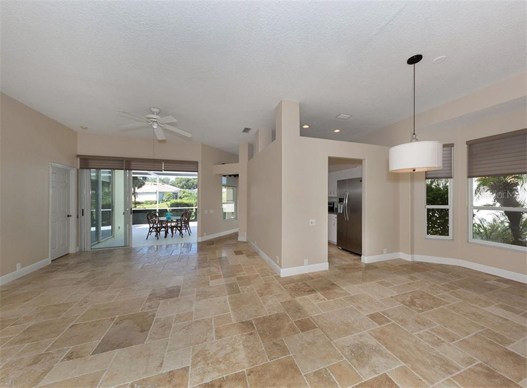 Single Family Home for sale at 525 Fallbrook Dr, Venice, FL 34292 - MLS Number is N6100426
