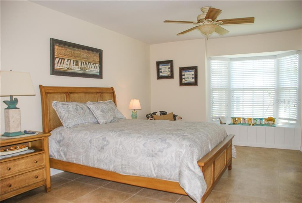Master bedroom - Single Family Home for sale at 920 Inlet Cir, Venice, FL 34285 - MLS Number is N6100937