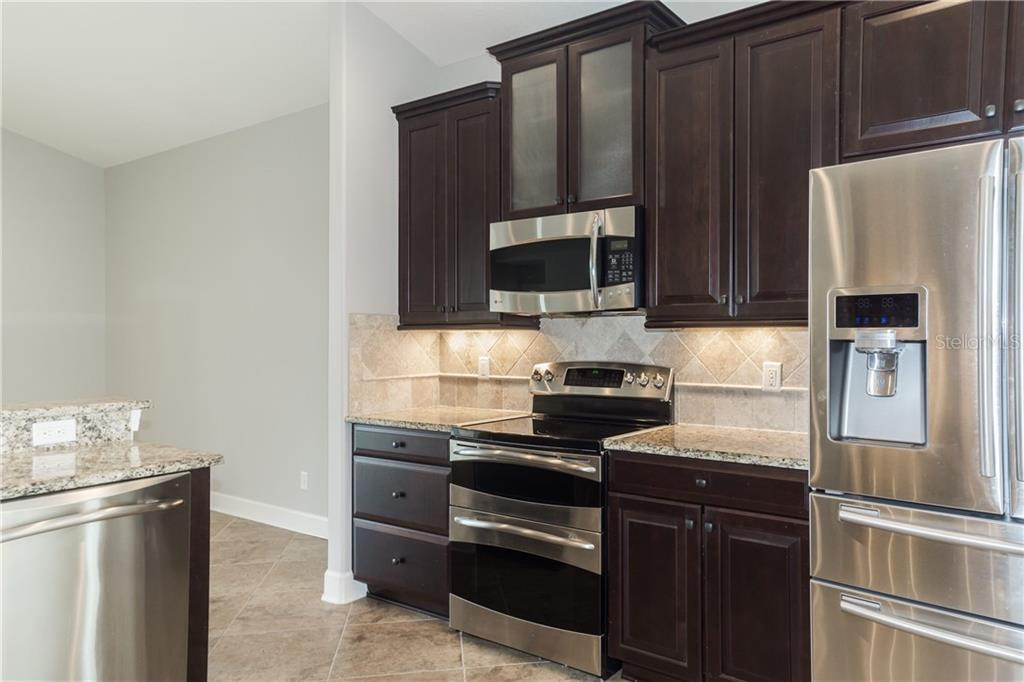 Under Counter Lighting - Single Family Home for sale at 2290 Terracina Dr, Venice, FL 34292 - MLS Number is N6101301