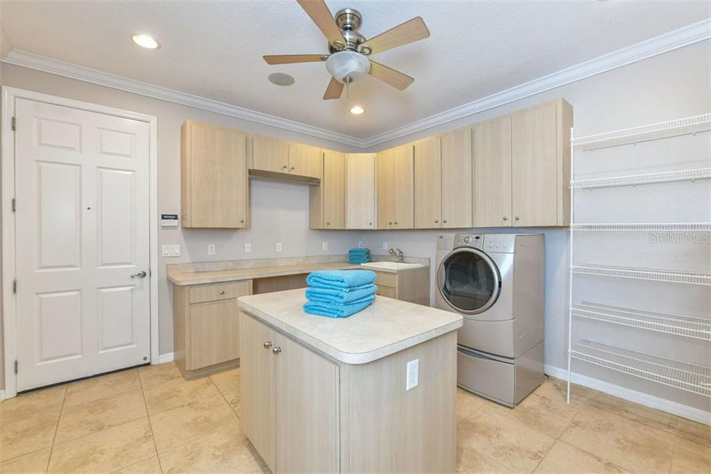 Laundry room - Single Family Home for sale at 9150 Deer Ct, Venice, FL 34293 - MLS Number is N6101408