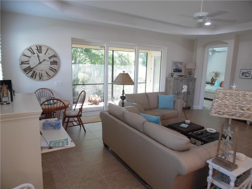 living room opens to the screen porch - Single Family Home for sale at 239 Nolen Dr, Venice, FL 34292 - MLS Number is N6101457