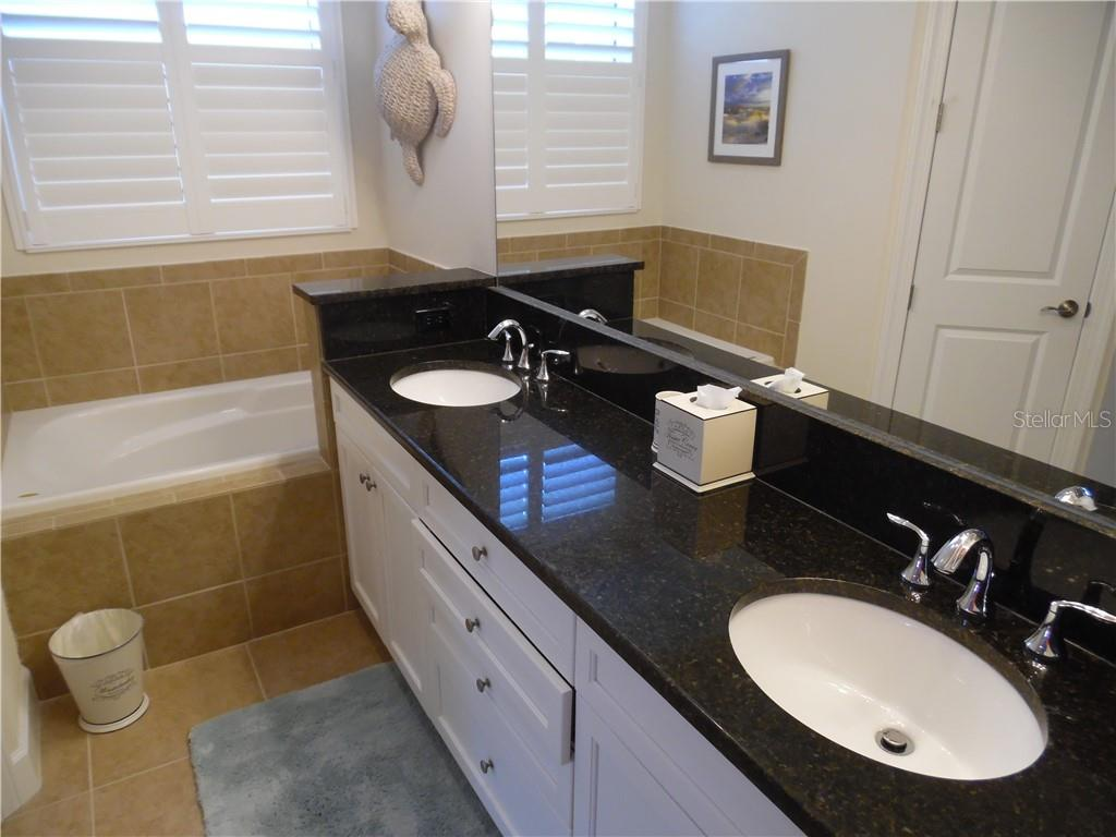 master bath room has dual sinks and a soaking tub - Single Family Home for sale at 239 Nolen Dr, Venice, FL 34292 - MLS Number is N6101457