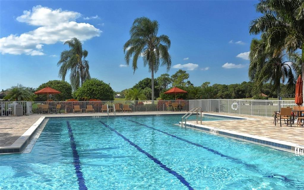 Community pool - Single Family Home for sale at 913 Chickadee Dr, Venice, FL 34285 - MLS Number is N6101770