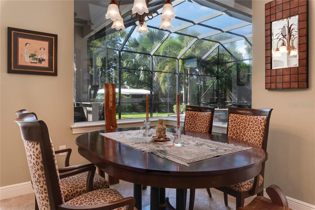 Dinette with aquarium window - Single Family Home for sale at 633 Apalachicola Rd, Venice, FL 34285 - MLS Number is N6102111