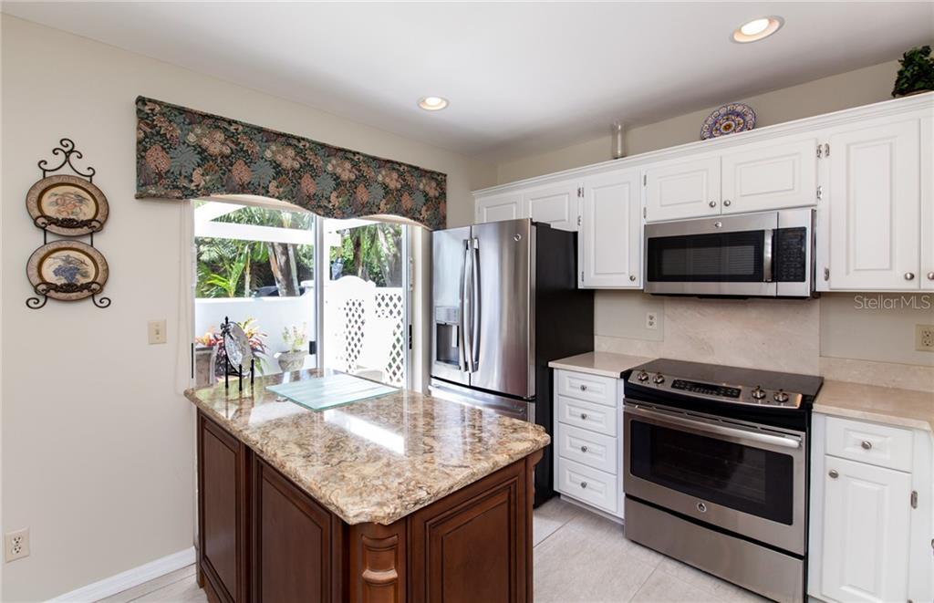 Love how the sliders to the front terrace naturally lights up the kitchen. - Villa for sale at 206 Cerromar Way S #25, Venice, FL 34293 - MLS Number is N6102127