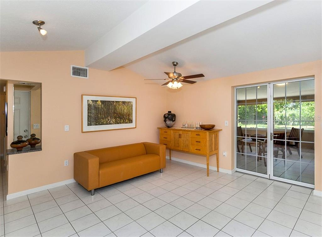 Living room - Single Family Home for sale at 717 Guild Dr, Venice, FL 34285 - MLS Number is N6103134