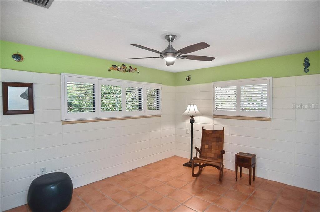 Bedroom 3 - Single Family Home for sale at 308 Bayshore Dr, Venice, FL 34285 - MLS Number is N6103319