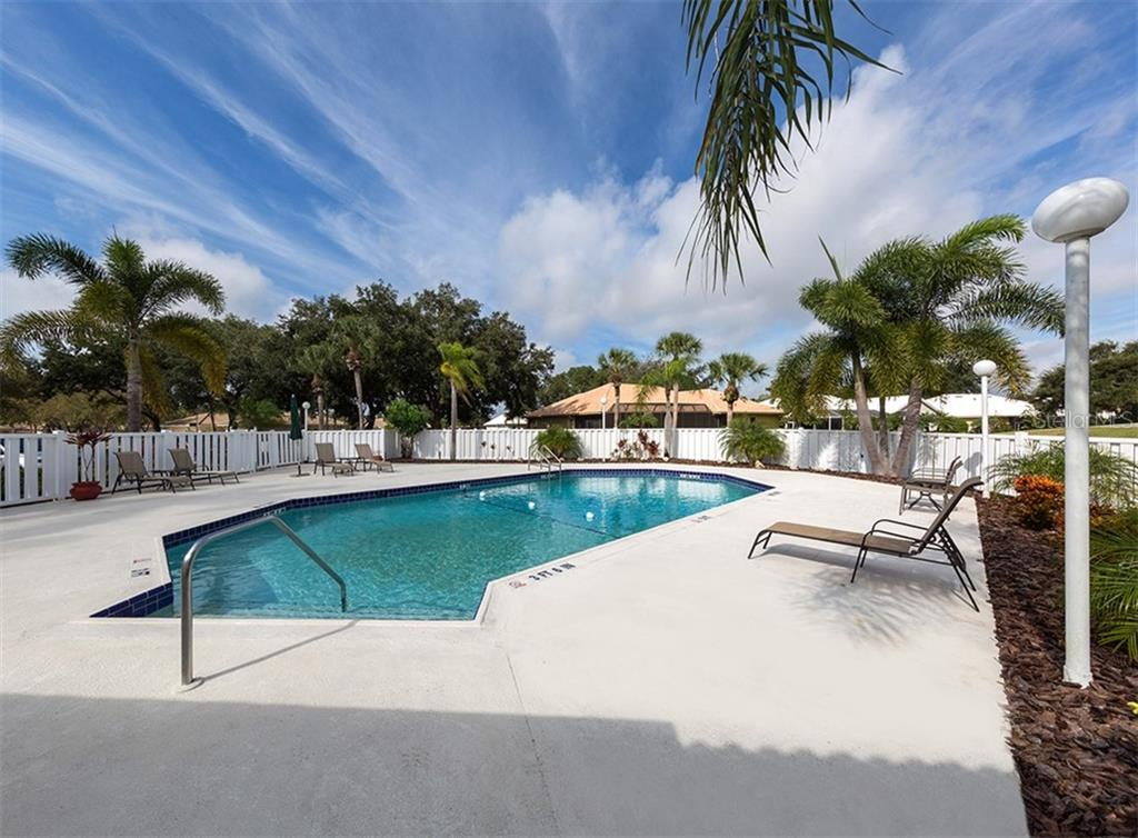 Community Pool - Villa for sale at 735 Carnoustie Ter #18, Venice, FL 34293 - MLS Number is N6103324