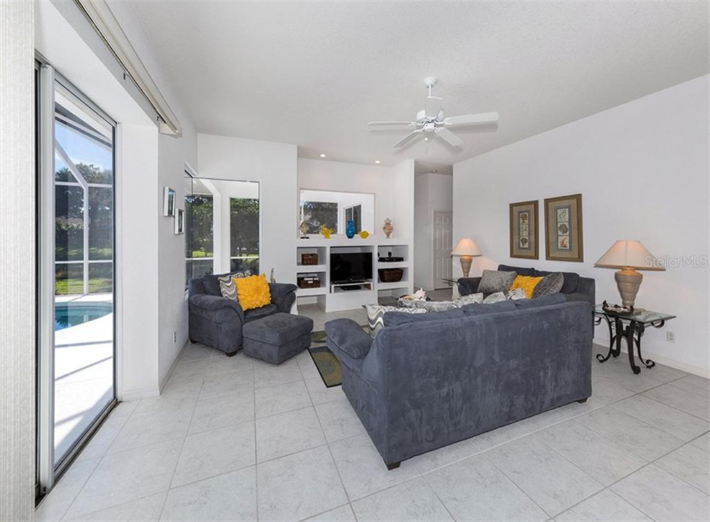 Family room - Single Family Home for sale at 2201 Sonoma Dr E, Nokomis, FL 34275 - MLS Number is N6103410