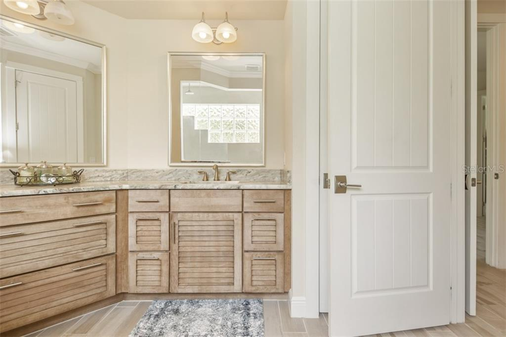 Master En Suite - Single Family Home for sale at 1716 Arlington St, Sarasota, FL 34239 - MLS Number is N6104891