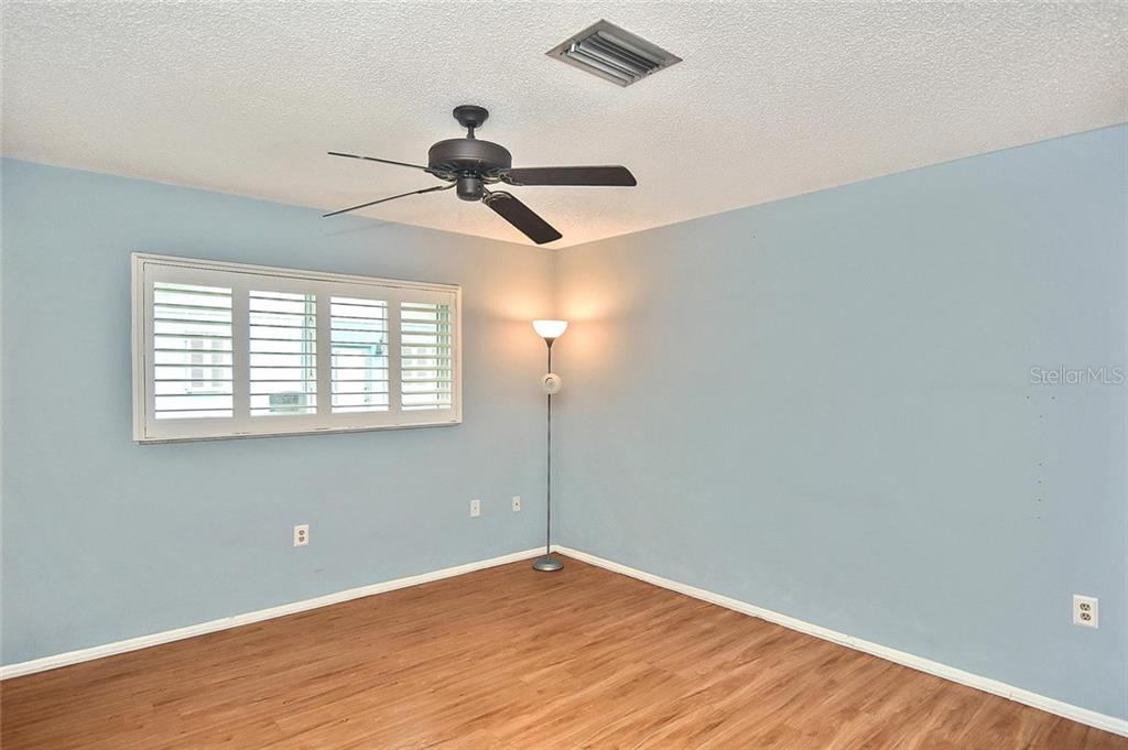 Master bedroom - Single Family Home for sale at 1139 Ketch Ln, Venice, FL 34285 - MLS Number is N6105656