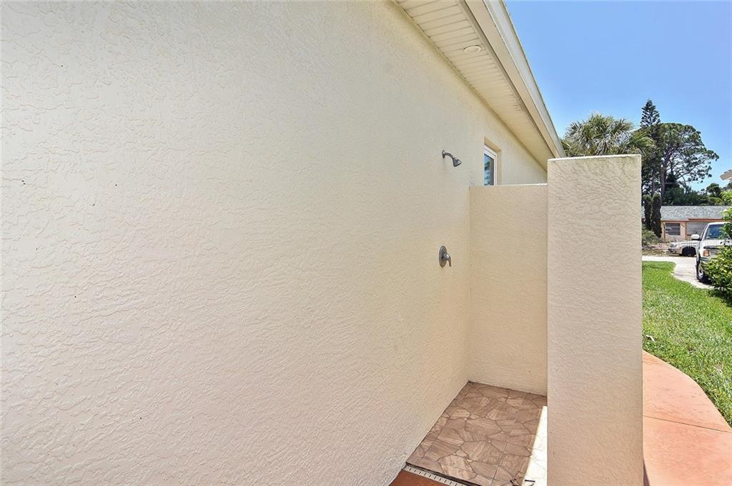 Outdoor shower - Single Family Home for sale at 753 Guild Dr, Venice, FL 34285 - MLS Number is N6105757