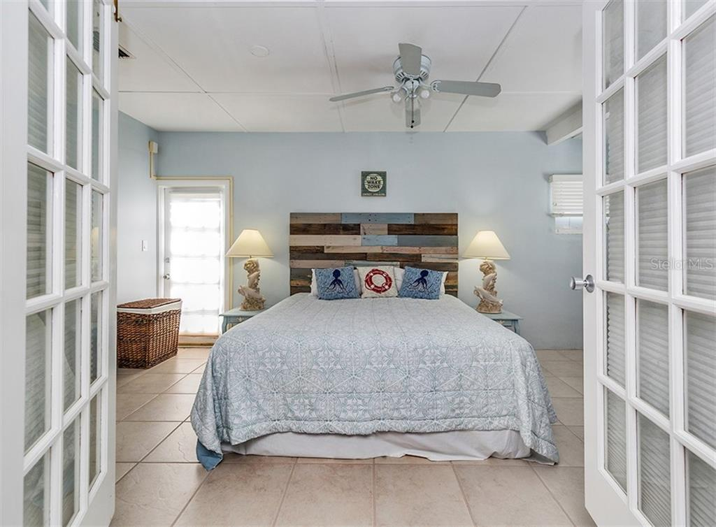Master bedroom - Single Family Home for sale at 409 Darling Dr, Venice, FL 34285 - MLS Number is N6105760