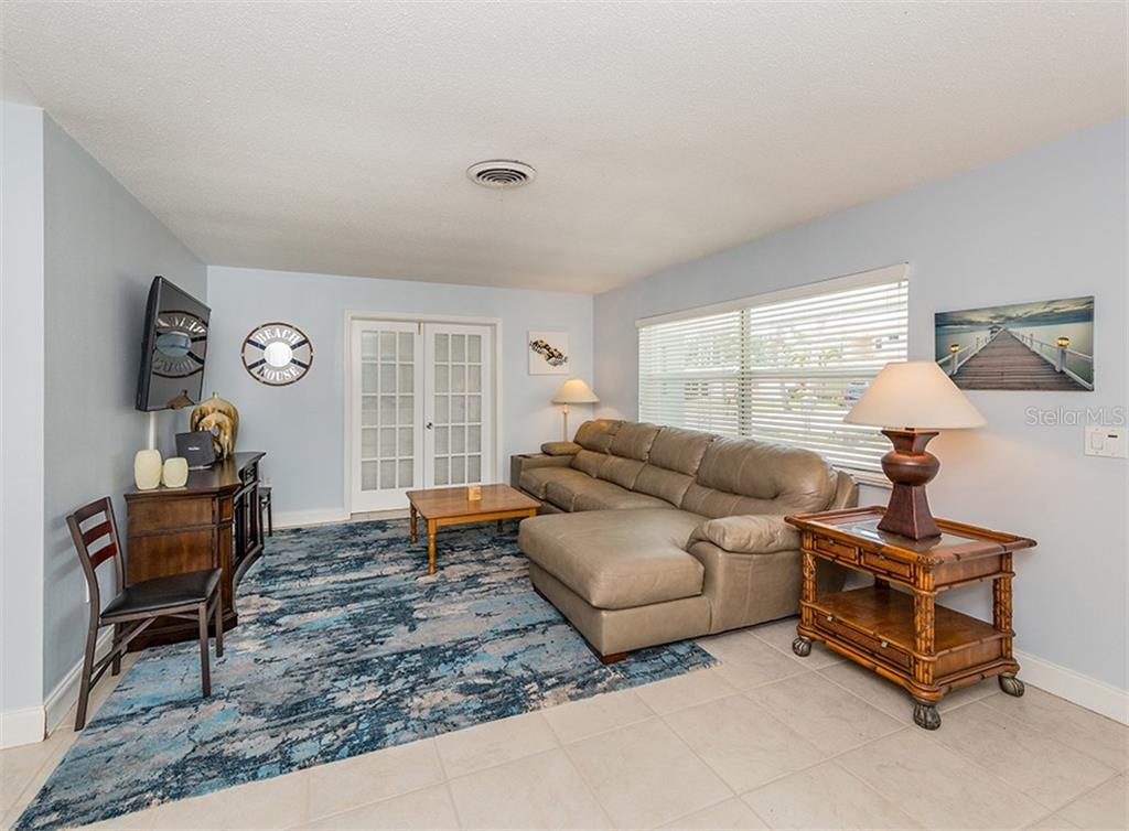 Living room - Single Family Home for sale at 409 Darling Dr, Venice, FL 34285 - MLS Number is N6105760