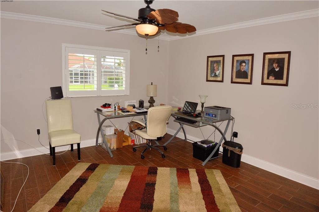 Bedroom 3 - Single Family Home for sale at 537 Lake Of The Woods Dr, Venice, FL 34293 - MLS Number is N6106043