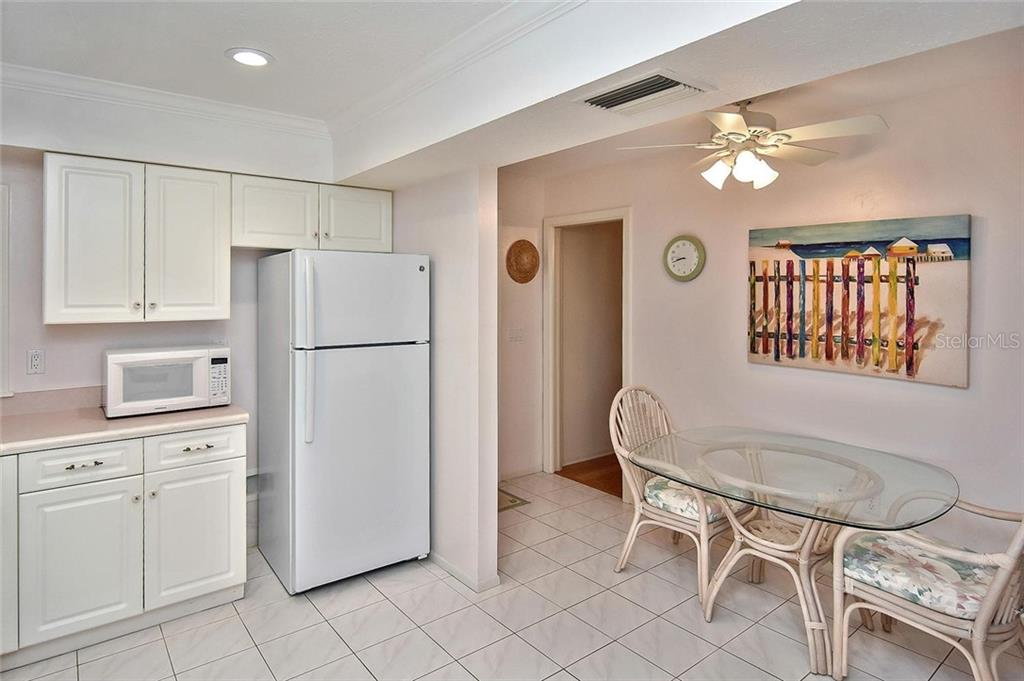 Kitchen with breakfast nook - Condo for sale at 718 Golden Beach Blvd #3, Venice, FL 34285 - MLS Number is N6107011