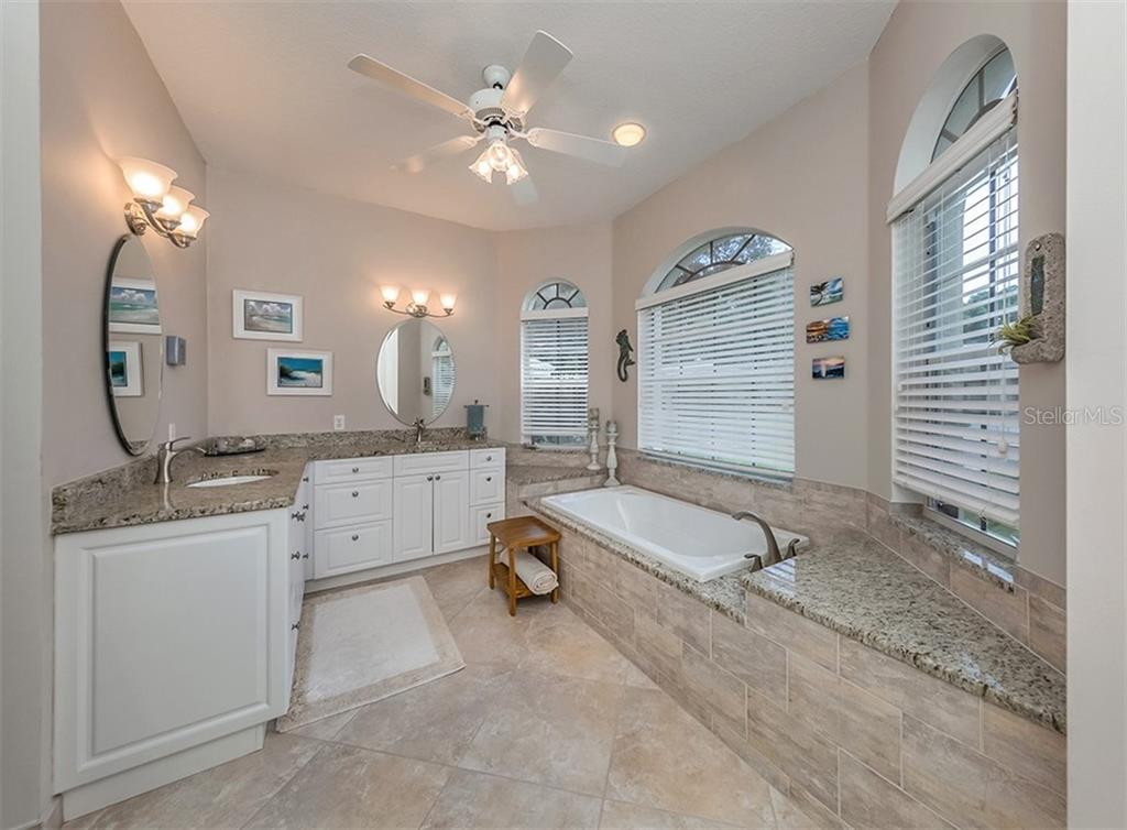 Master bath - Single Family Home for sale at 521 Waterwood Ln, Venice, FL 34293 - MLS Number is N6107048