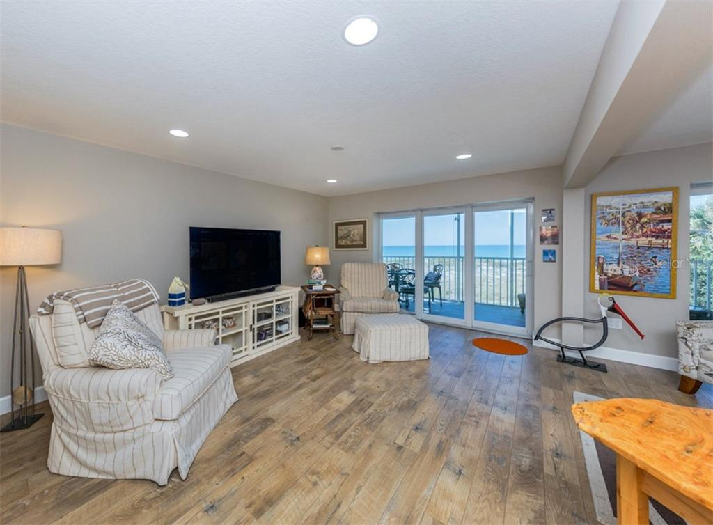 Living room with sliders to lanai - Condo for sale at 840 Golden Beach Blvd #840, Venice, FL 34285 - MLS Number is N6108717