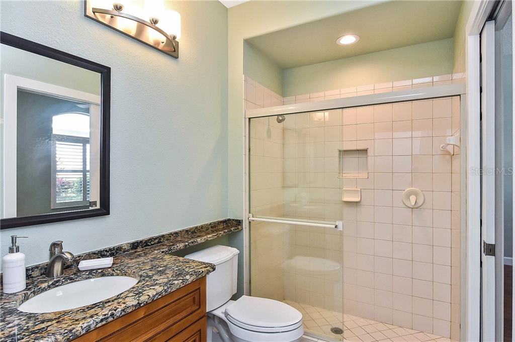 Guest bath - Single Family Home for sale at 323 Lansbrook Dr, Venice, FL 34292 - MLS Number is N6109725