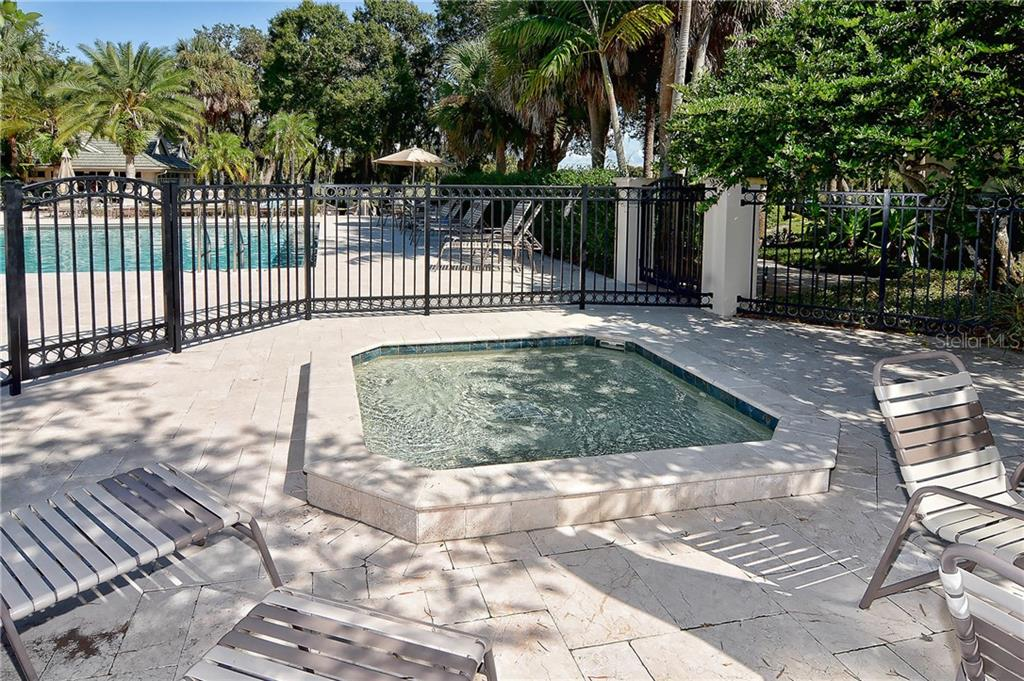 Single Family Home for sale at 323 Lansbrook Dr, Venice, FL 34292 - MLS Number is N6109725