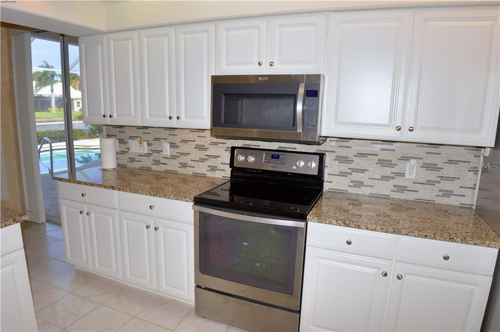 Kitchen - Single Family Home for sale at 413 Pebble Creek Ct, Venice, FL 34285 - MLS Number is N6110166