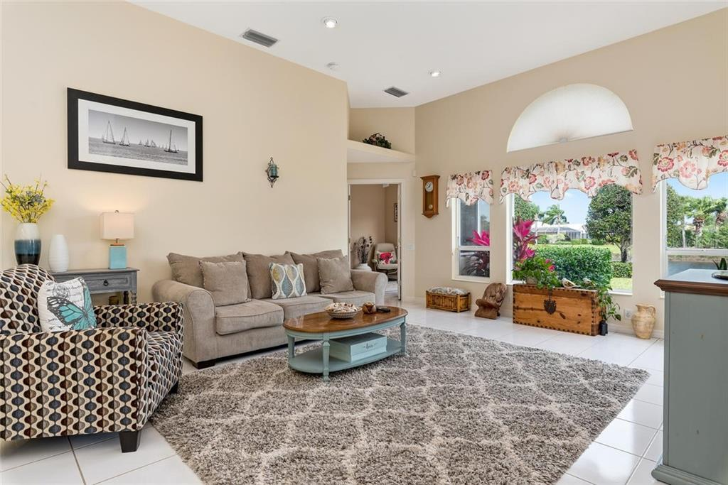 Family room - Single Family Home for sale at 886 Macaw Cir, Venice, FL 34285 - MLS Number is N6111692