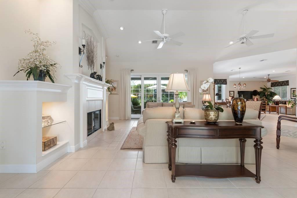 Living room - Single Family Home for sale at 725 Eagle Point Dr, Venice, FL 34285 - MLS Number is N6111842