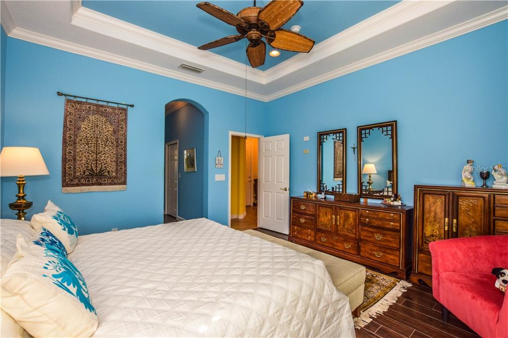 Master bedroom - Single Family Home for sale at 154 Rimini Way, North Venice, FL 34275 - MLS Number is N6112459