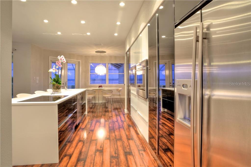 Additional photo for property listing at 5016 64th Dr W 5016 64th Dr W Bradenton, Florida,34210 Stati Uniti