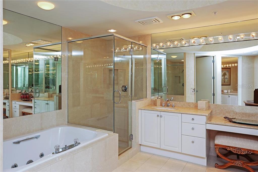 Additional photo for property listing at 3010 Grand Bay Blvd #456 3010 Grand Bay Blvd #456 Longboat Key, Florida,34228 Stati Uniti